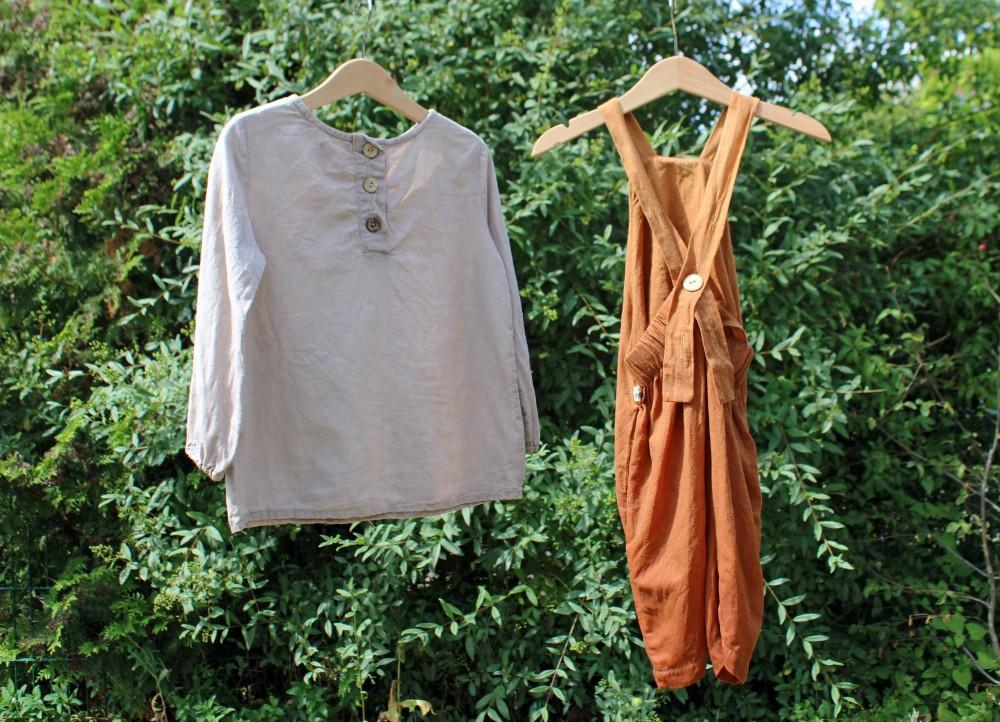 Leinen auf Kleiderbügeln
